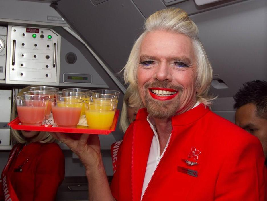 Richard Branson serve drink a bordo