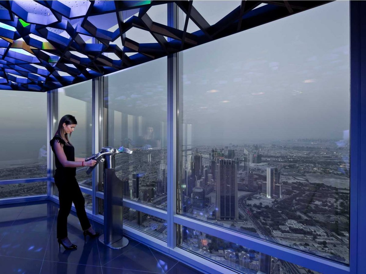 Burj-Khalifa-at-the-top-sky